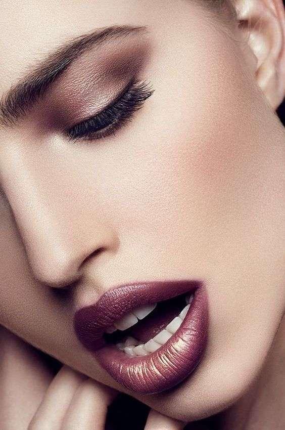Красий насыщенный макияж губ
