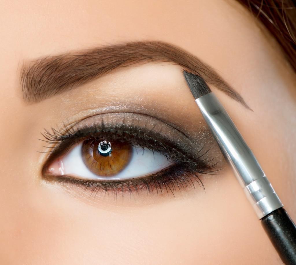 Тонкости макияжа для карих глаз