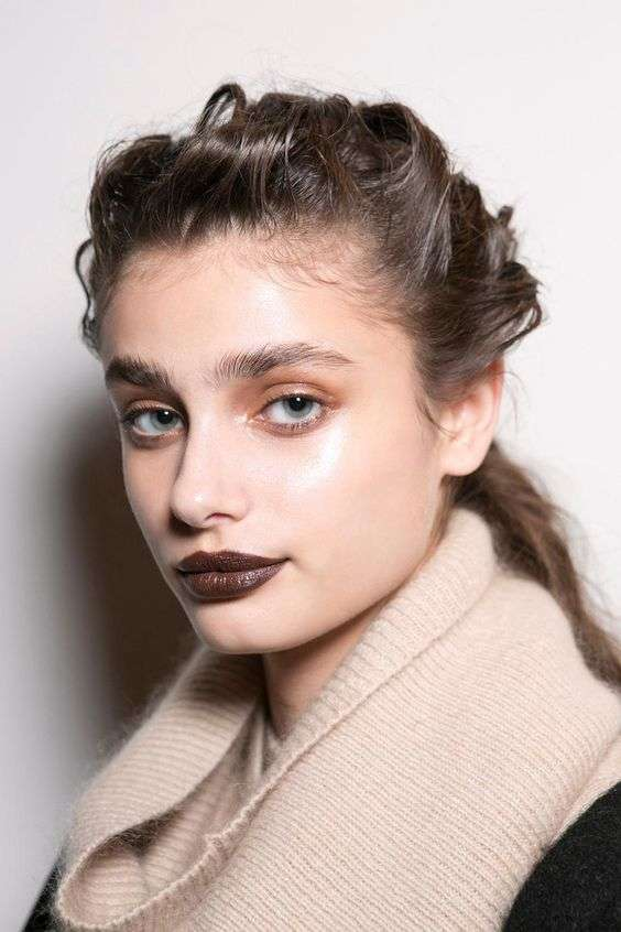 Коричневый макияж для губ